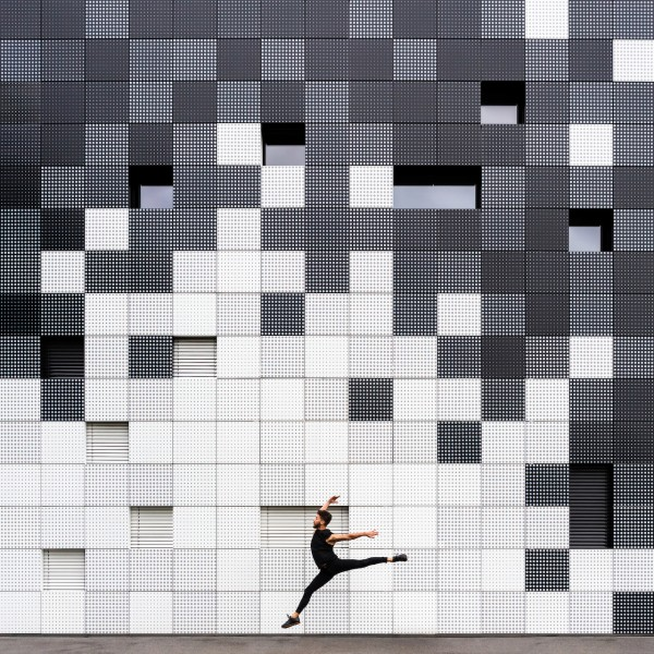 Annandaniel Anniset DrCuerda Anna Devís Daniel Rueda Curiocities Graz Austria Dance Date Murillo Black and White Cube Industrial building