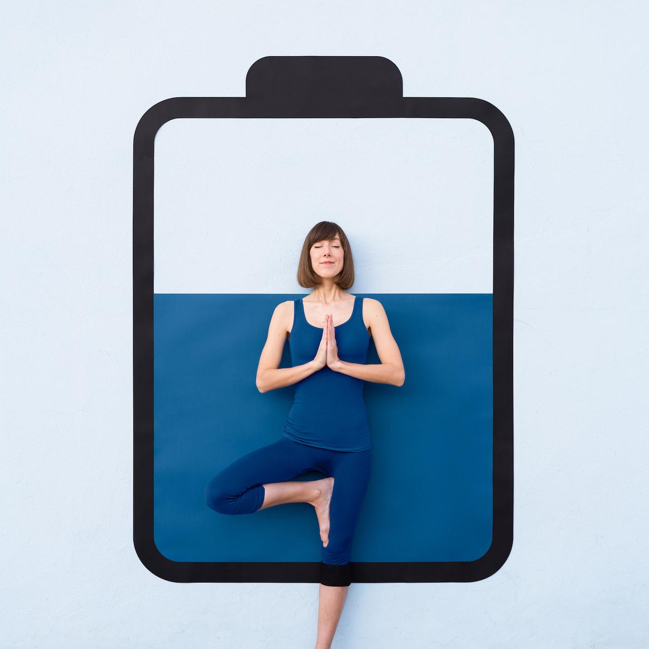 Annandaniel Anna Devís Daniel Rueda Anniset DrCuerda Artist Creative Minimal Photography Paper Art Battery Yoga Pose Meditation Pantone Adobe Color of the year Classic blue 2020