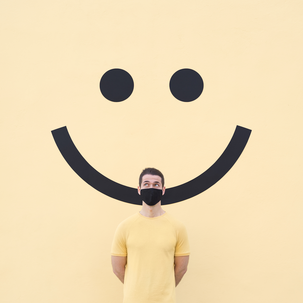 quarantineart mask mascarilla face covering yellow emoji smiley happy amarillo sonrisa coronavirus covidartmuseum Daniel Rueda Anna Devís anniset drcuerda annandaniel creative photography minimal fine art creative