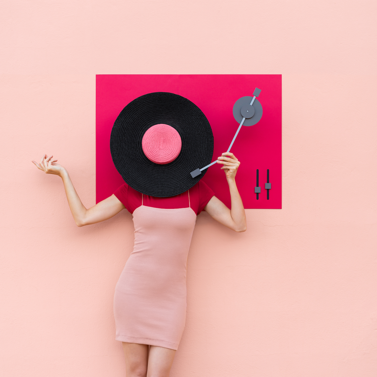Annandaniel Anna Devís Daniel Rueda Anniset DrCuerda Creative campaign minimal photography idea colorful pink red record player vinyl vintage music hat sombrero