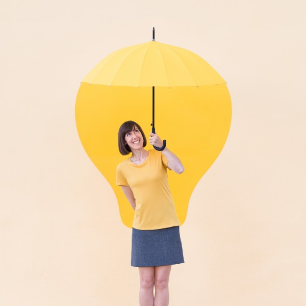Annandaniel Anna Devís Daniel Rueda Anniset DrCuerda Artist Creative Minimal Photography Paper Art Lightbulb Yellow Umbrella Idea Creativity Imagination DIY Papel paraguas creatividad Hasselblad