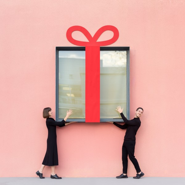 Annandaniel Anna Devís Daniel Rueda Anniset DrCuerda architecture modern building perspective illusion place windows couple gift regalo birthday present glass ribbon paper wrapping